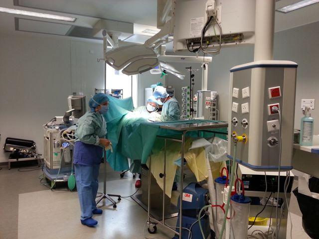 La visite du bloc opératoire de chirurgie thoracique de l'hôpital Cochin à Paris