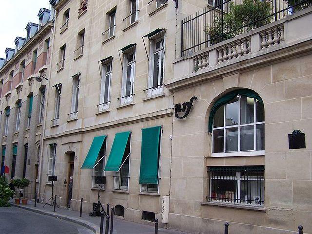 Siège de la NRF, éditions Gallimard, le jour de l'inauguration de la rue Gaston-Gallimard le 15 juin 2011