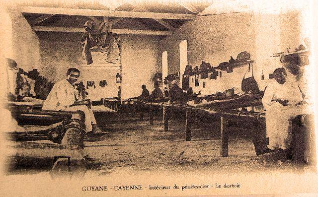 Le dortoir du pénitencier de Cayenne