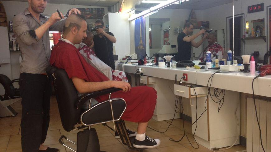 Louer un fauteuil dans un salon de coiffure une tendance - Location de fauteuil en salon de coiffure ...