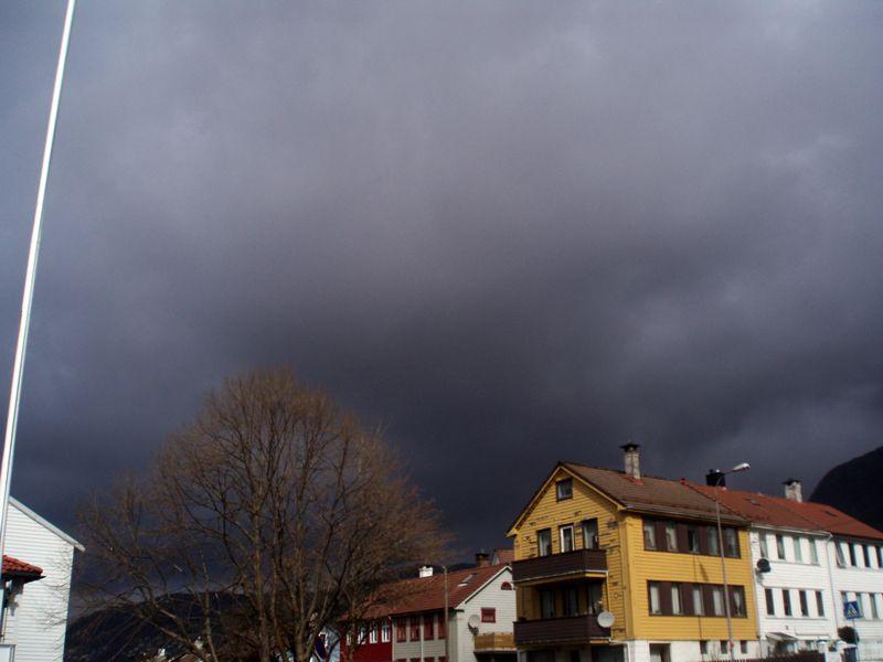 Nuage de cendres volcaniques au-dessus de Bergen (Norvège), suite de l'éruption de l'Eyjafjöll