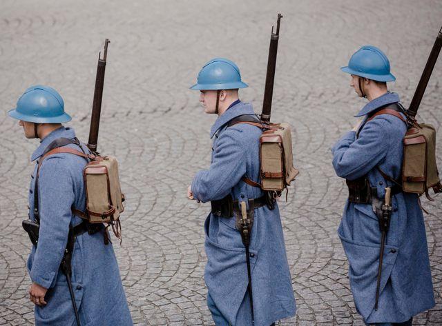 Des soldats en costume de la guerre 14-18 lors du défilé du 14 juillet 2014