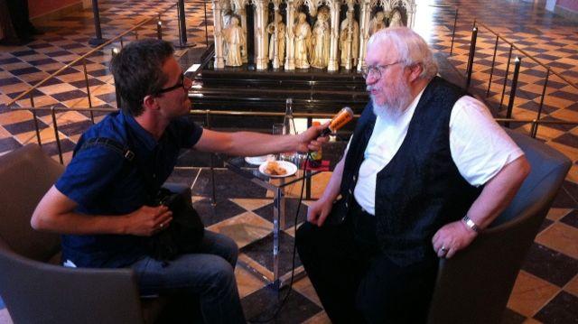 Près de 3.000 personnes à Dijon pour rencontrer George R.R. Martin, l'auteur de Game of Thrones