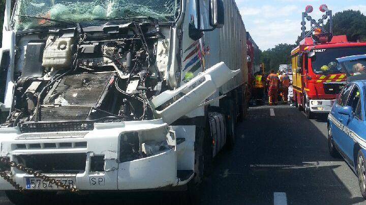 L'un des deux poids-lourds impliqués dans l'accident.