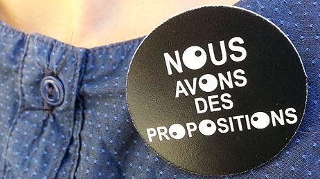 Badge des intermittents à Avignon