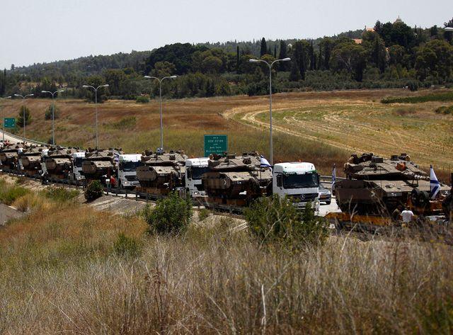 Un convoi de chars israéliens près de Jérusalem
