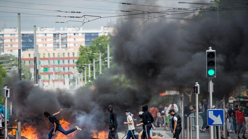 Les violences ont éclaté après une manifestation à Sarcelles