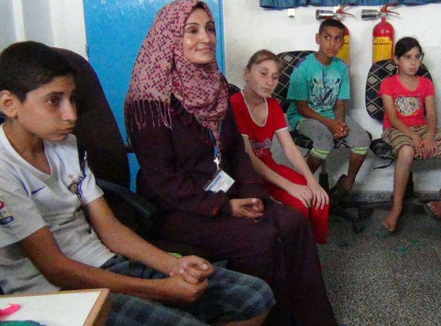 Gaza : une psychologue formée par les Nations Unies offre son soutien aux enfants traumatisés.