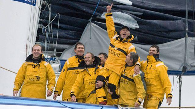 Loïck Peyron et son équipage remportent le Trophé Jules Verne en 2012