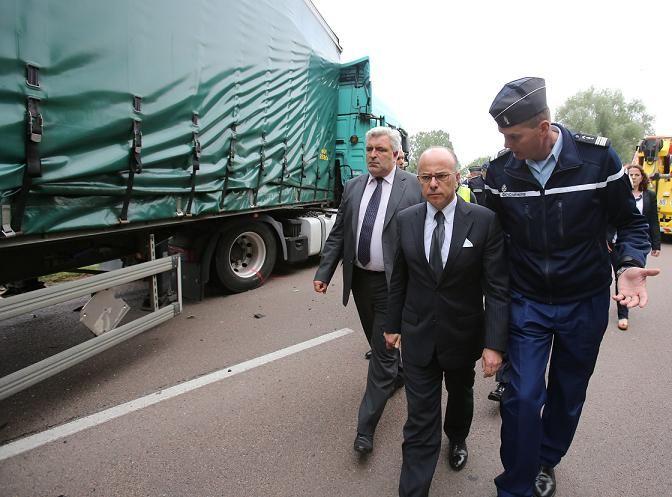 Frédéric Cuvillier et Bernard Cazeneuve se sont rendus sur les lieux de l'accident dès hier soir
