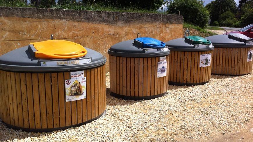 Les containers semi-enterrés à Savignac-les-Eglises
