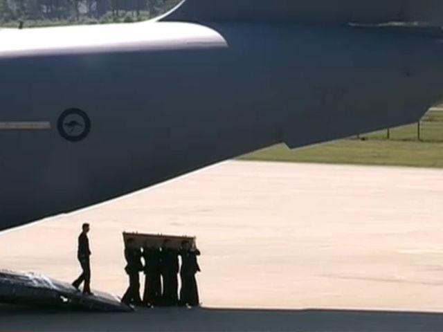 Les dépouilles des victimes du crash du MH17 arrivent aux Pays-Bas
