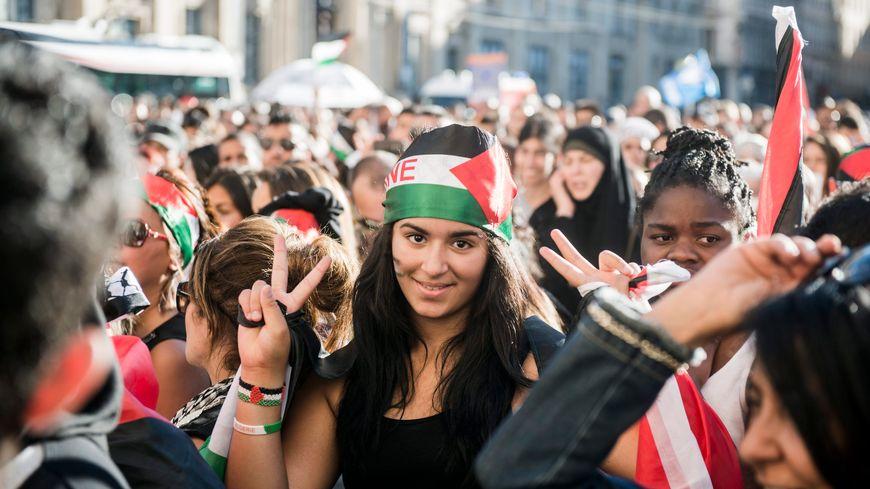 Des manifestants propalestinien à Lyon protestent contre l'offensive israélienne sur Gaza