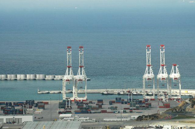 Vue du port de Tanger Med le 25 novembre 2009
