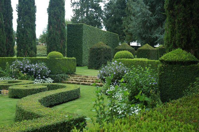 Art topiaire dans les jardins du manoir d'Eyrignacc