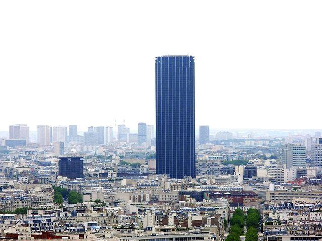 La tour Montparnasse (depuis la tour Eiffel) 16 août 2006