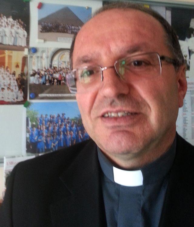 Le père chaldeen Sabri Anar de l'eglise Saint-Thomas l'apôtre de Sarcelles
