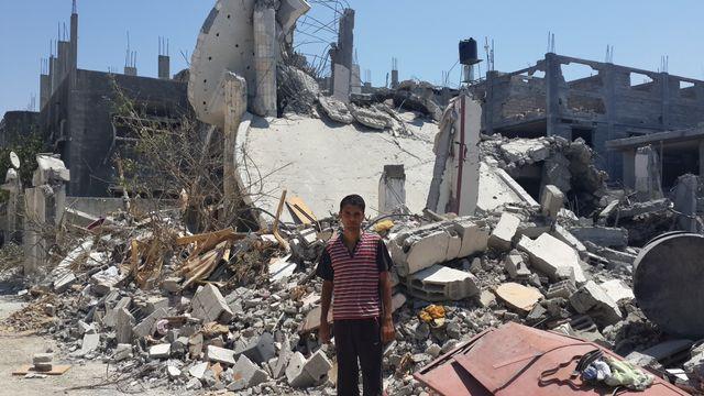 Montaser devant sa maison détruite à Beit Hanoun