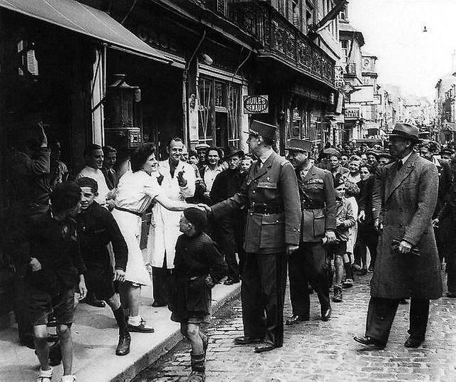 Le général de Gaulle à Bayeux le 14 juin 1944