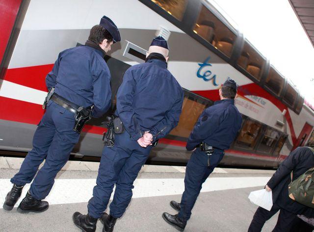 La plupart des Erythréens arrivent en France en train, avec des billets SNCF en règle, mais pas de papiers.