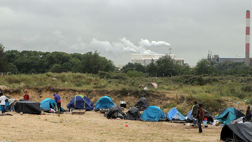 Plusieurs dizaines de migrants dans la zone des Dunes à Calais