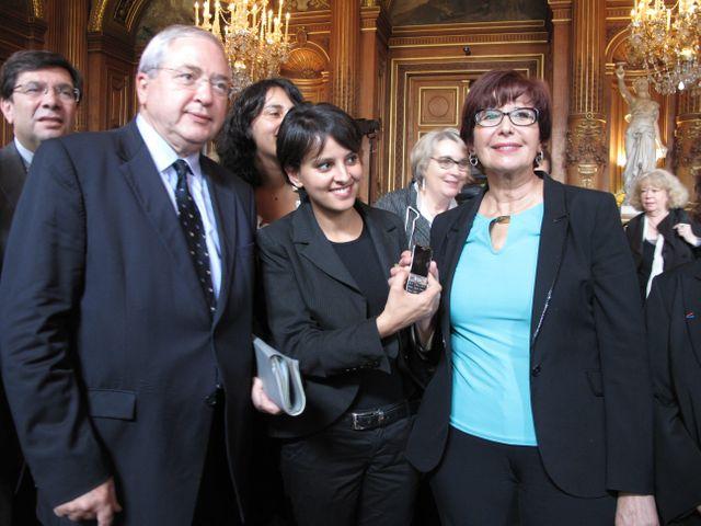 J.-P. Huchon,  N. Vallaud-Belkacem, et F. Lalem, adjointe à Paris lancent le téléphone portable d'alerte pour les femmes