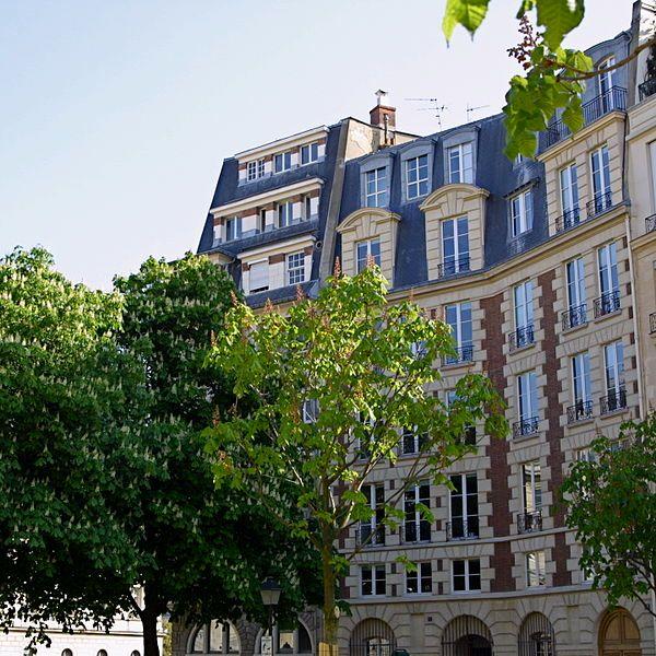 La Place Dauphine à Paris (Île de la Cité)