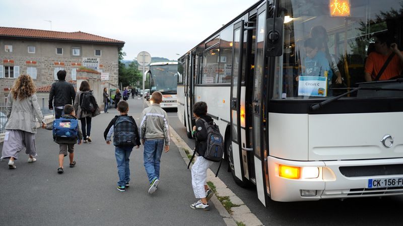 Bus de ramassage scolaire (illustration)