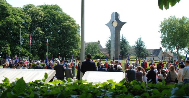 Mémorial de Valençay - Hommage aux 104 agents de la section F du SOE en 2001