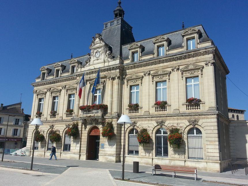 La mairie de Coutras