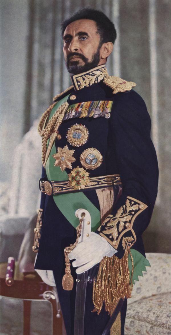 L'empereur Haïlé Sélassié en habit officiel en 1971