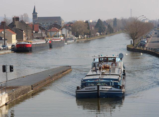 Le canal Seine Nord à la hauteur de Longueil-Annel