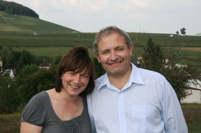 Martine et Michel Loriot dans les vignes