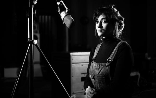 Camelia Jordana pendant l'enregistrement de son disque (©Vincent Josse)