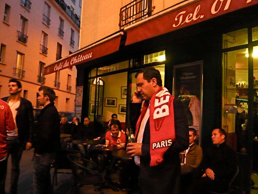 Hermano Sanches, un soir de match, devant le café de César