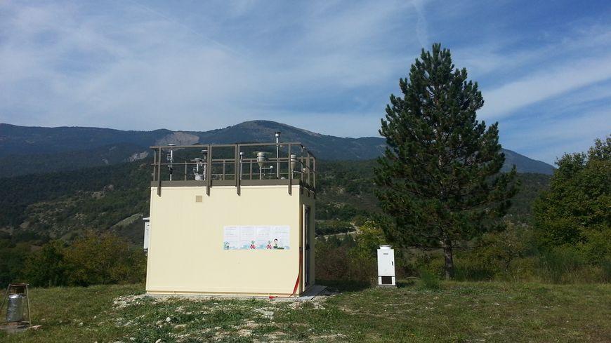La nouvelle station de mesure de la pollution d'Air Rhône-Alpes à Saint-Nazaire-le-Désert