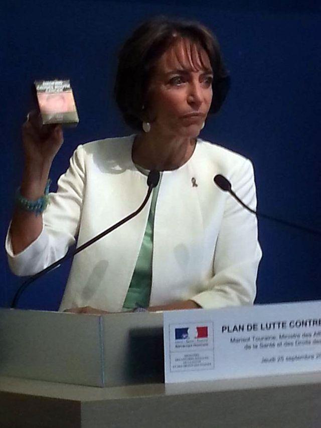 """Marisol Touraine présente un paquet """"neutre"""""""
