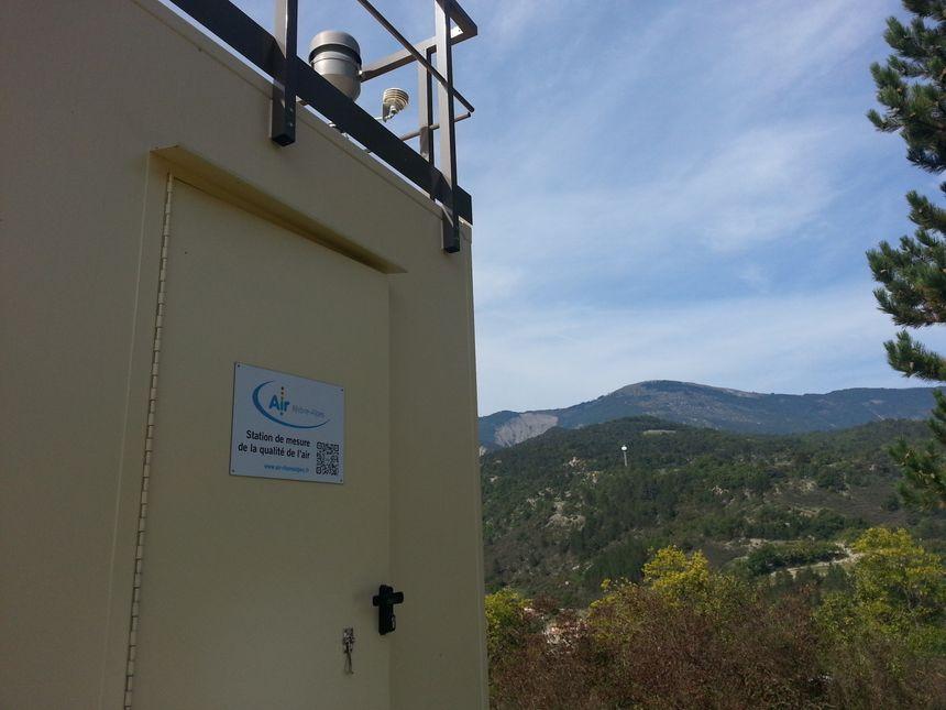 La nouvelle station de mesure de la pollution d'Air Rhône-Alpes à Saint-Nazaire-le-Désert (2)