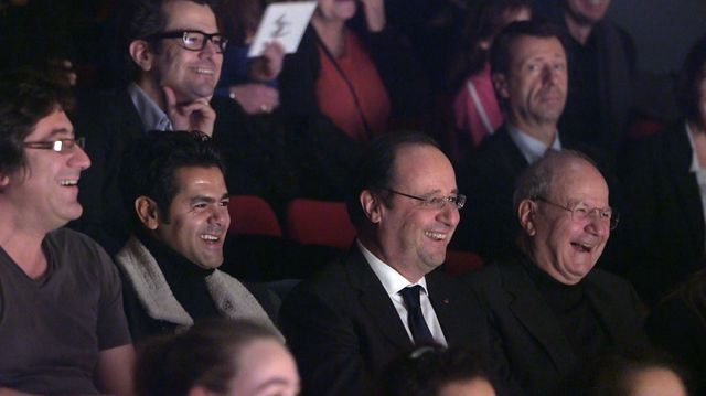 """Jamel Debbouze et François Hollande dans """"Liberté, Egalité, Improvisez"""""""