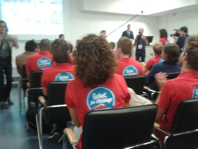 Prise de conscience - Les participants au tee-shirt rouge
