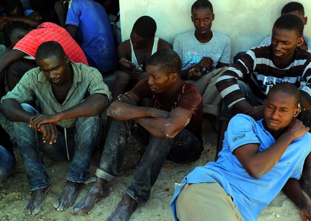 Plusieurs dizaines de migrants ont été sauvés dimanche au large de la Libye