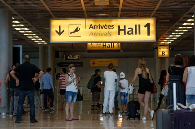 Les trois hommes ont atterri à Marseille, au lieu d'Orly