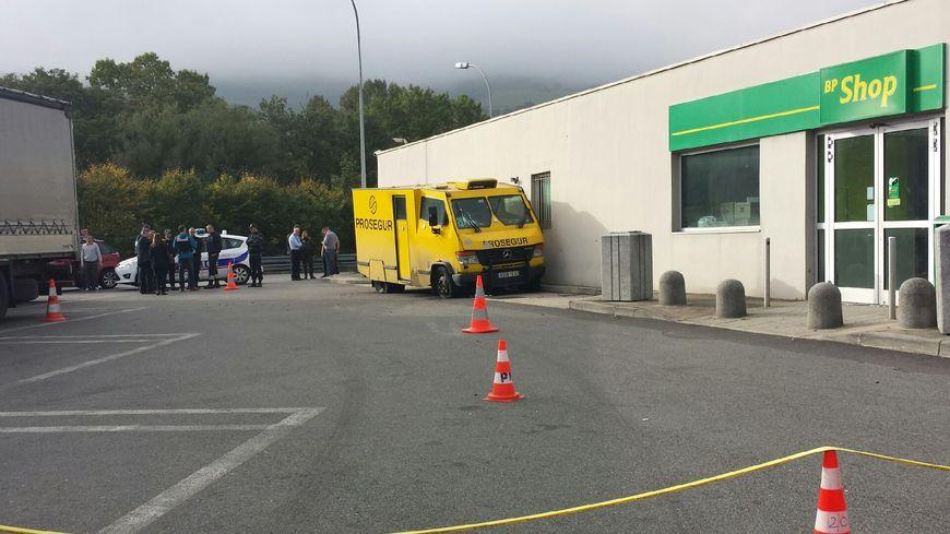 Les enquêteurs au travail quelques minute après le braquage
