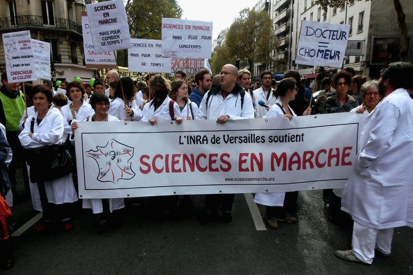 Chercheurs en colère. Manifestation à Paris le 17 octobre 2014
