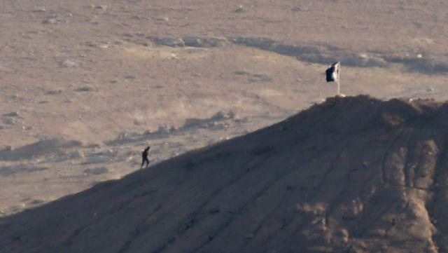 Les drapeaux noirs flottent sur Kobané