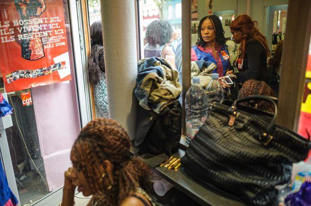 Des salaries d'un salon de coiffure Afro Antillais du quartier Chateau d'Eau a Paris occupent leur salon