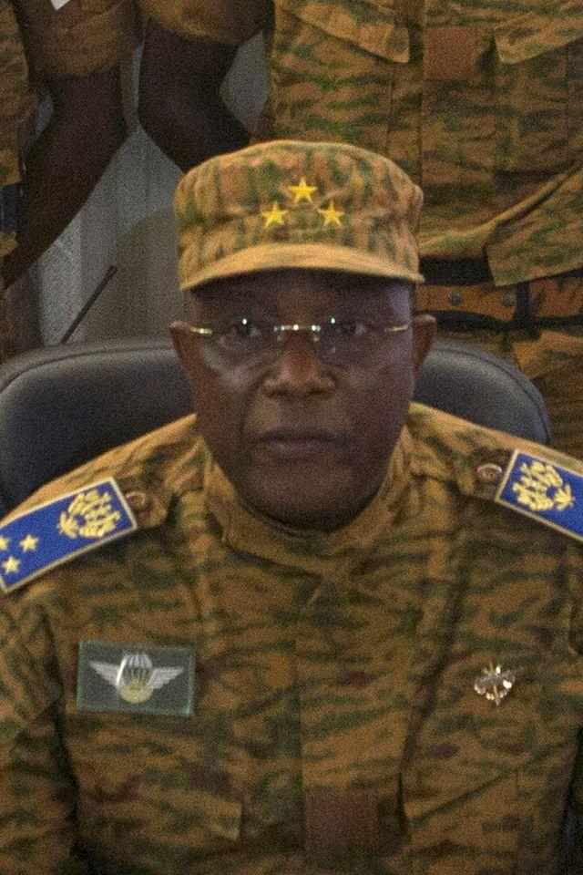 Le General Honore Traoré annonce qu'il prend la présidence du Burkina Faso