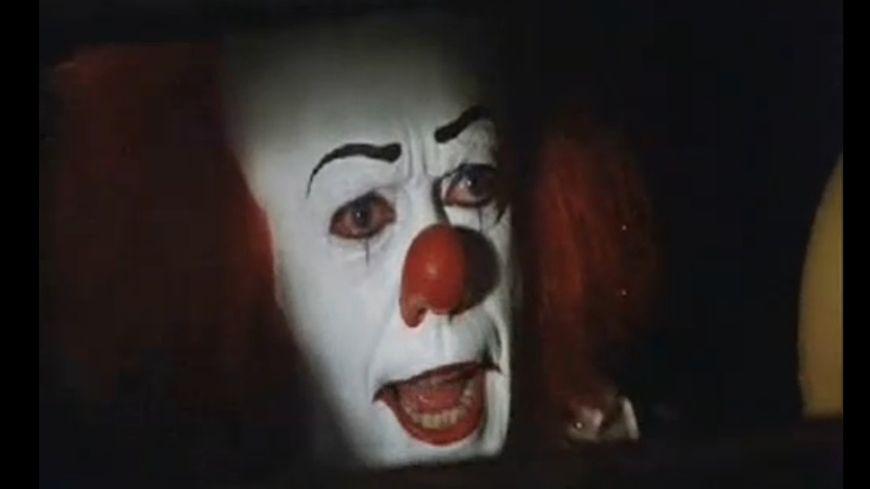 """Le masque du jeune adolescent était inspiré du clown """"Gripsou"""" du film """"Il est revenu"""""""
