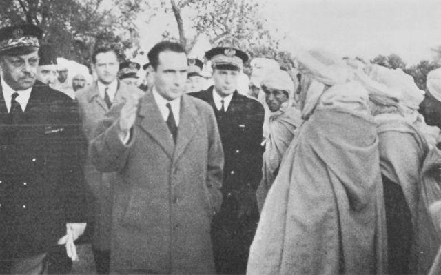 François Mitterrand, ministre de l'Intérieur en visite en Algérie le 12 novembre 1954