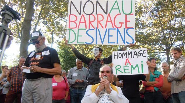Des opposants au barrage de Sivens, lundi à Albi